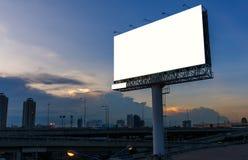 Tabellone per le affissioni in bianco a tempo di tramonto per la pubblicità immagine stock