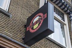 Tabellone per le affissioni dal negozio del liquore della pinta a Amsterdam i Paesi Bassi immagini stock libere da diritti