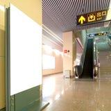 Tabellone per le affissioni dello spazio in bianco della stazione di metro del Corridoio Fotografia Stock