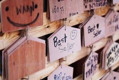 Tabellone per le affissioni di legno dei segni Immagine Stock Libera da Diritti