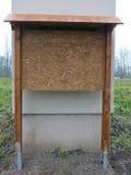 Tabellone per le affissioni di legno vuoto con la struttura di legno Immagine Stock Libera da Diritti