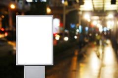 Tabellone per le affissioni di pubblicità in bianco nella città immagini stock libere da diritti