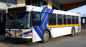 Tabellone per le affissioni di pubblicità in bianco sul bus pubblico Fotografie Stock