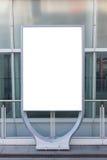 Tabellone per le affissioni o manifesto in bianco in città Immagine Stock