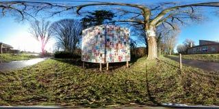 Tabellone per le affissioni variopinto in parco Fotografie Stock Libere da Diritti