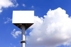 Tabellone per le affissioni vuoto con cielo blu Fotografie Stock