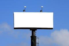 Tabellone per le affissioni vuoto con cielo blu Fotografia Stock