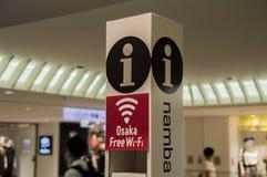 Tabellone per le affissioni Wifi libero alla stazione Osaka Japan 2018 di Namba fotografia stock