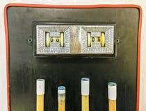 Tabellone segnapunti che mostra 0 - 5 un biliardo sopra le indicazioni fotografie stock