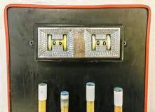 Tabellone segnapunti che mostra 5 - 0 un biliardo sopra le indicazioni immagini stock