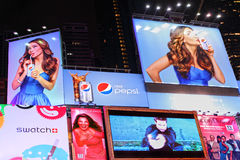 Tabelloni per le affissioni marcare a caldo e di pubblicità del Times Square Fotografia Stock Libera da Diritti