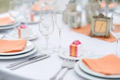 Tabelluppsättning för ett händelseparti- eller bröllopmottagande Arkivbilder