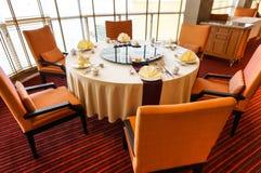 Tabelluppsättning i restaurang Royaltyfria Bilder