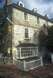 Taberna/hotel en Middleburg histórico, VA en la ruta 50 de los E.E.U.U. foto de archivo