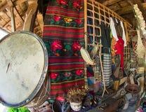 Taberna rural de las decoraciones nacionales en Bulgaria foto de archivo libre de regalías
