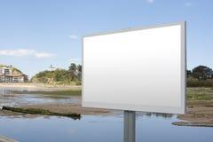 Tablón de anuncios en blanco Imagenes de archivo