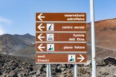 Tablón de anuncios en el monte Etna en la isla Sicilia, Italia Foto de archivo libre de regalías