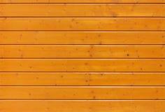 Tablón de madera amarillo bajo lackuer con los clavos Fotos de archivo libres de regalías