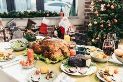 tabla adornada del día de fiesta de la Navidad con delicioso foto de archivo