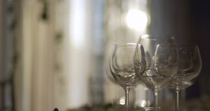 Tabla adornada para la cena de boda metrajes