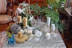 Tabla con el ornamento de la Navidad Imagen de archivo libre de regalías
