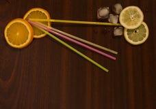 Tabla con limonada foto de archivo libre de regalías