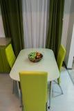 Tabla con tres sillas Fotografía de archivo libre de regalías