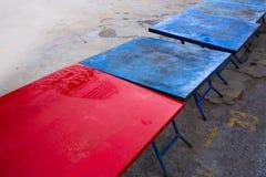 Tabla de acero roja y azul para el mercado tailandés del fin de semana imágenes de archivo libres de regalías