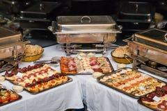 Tabla de banquete de la comida fría Foto de archivo libre de regalías