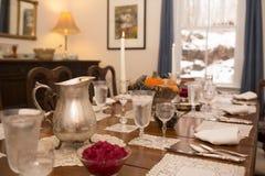 Tabla de cena del día de fiesta imágenes de archivo libres de regalías
