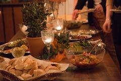 Tabla de comida fría en una extensión de lujo del evento Imagen de archivo libre de regalías