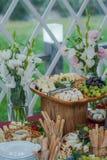 Tabla de comida fría de la boda fotografía de archivo