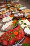 Tabla de comida fría rica del desayuno Imagen de archivo libre de regalías