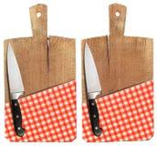 Tabla de cortar con el cuchillo y el mantel Foto de archivo libre de regalías