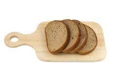 Tabla de cortar con pan cortado fotografía de archivo