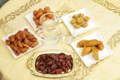 Tabla de Iftar imagen de archivo