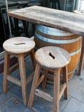 Tabla de la barra del barril de vino imágenes de archivo libres de regalías