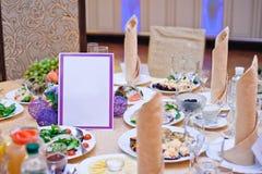 Tabla de la boda en el restaurante Imagen de archivo libre de regalías