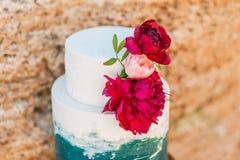 Tabla de la decoración de la boda cerca del mar o del océano Fotografía de archivo