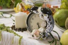 Tabla de la decoración de la boda fotografía de archivo