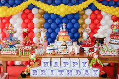 Tabla de la fiesta de cumpleaños fotografía de archivo