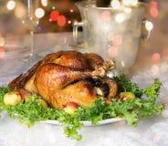Tabla de la Navidad con el capón de la carne asada fotos de archivo libres de regalías