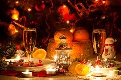 Tabla de la Navidad con las velas Imágenes de archivo libres de regalías