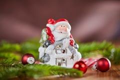 Tabla de la Navidad con Papá Noel Imagenes de archivo