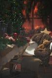 Tabla de la Navidad dentro de una casa Atmósfera de la Navidad Foto de archivo libre de regalías
