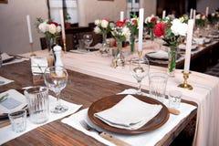 Tabla de la porción para el banquete con aduana tradicional Imagen de archivo libre de regalías