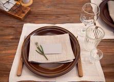 Tabla de la porción para el banquete con aduana tradicional Imágenes de archivo libres de regalías