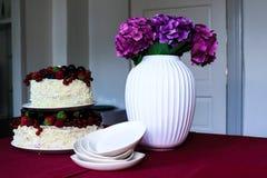 Tabla de la torta de la fruta Fotos de archivo libres de regalías
