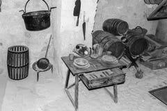 Tabla de los cubiertos en el sótano viejo II Foto de archivo libre de regalías