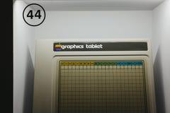 Tabla de los gráficos de Apple en objeto expuesto dentro del museo de Apple en Praga, República Checa imagenes de archivo